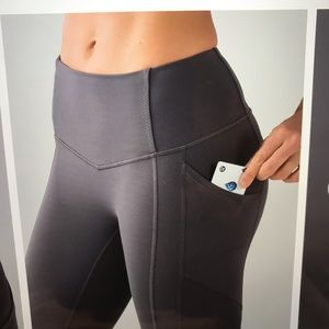 Lululemon ALL THE RIGHT PLACES dark carbon size 4